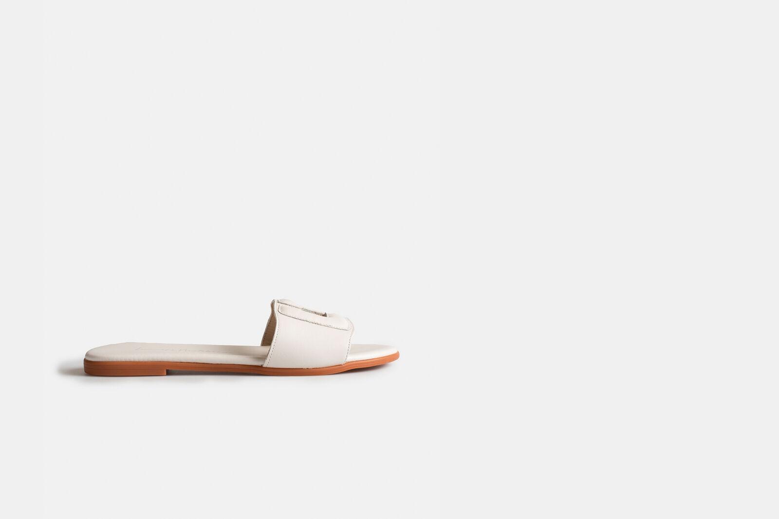 Leather Slipper by Lonneke